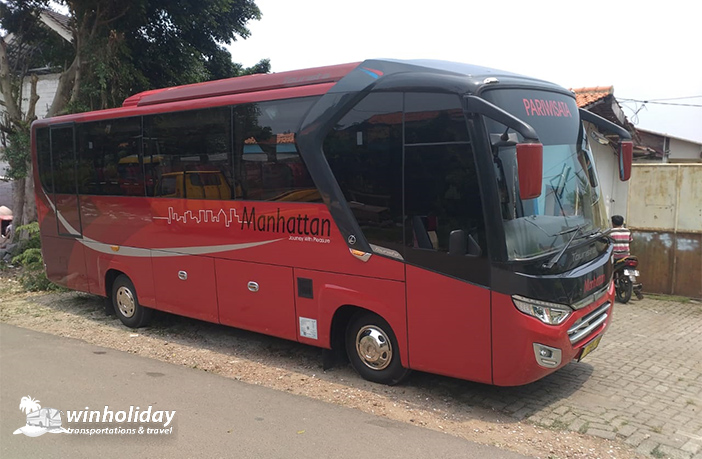 Sewa Medium Bus Pariwisata Manhattan 29 seats
